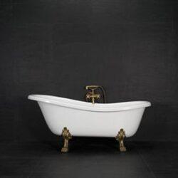 badkar med lejontassar och blandare